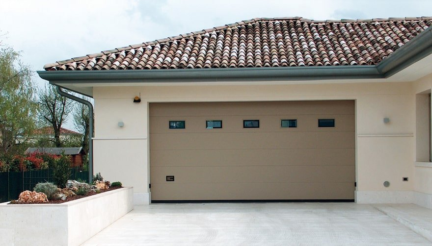 Portoni garage sezionali ballan ogni linea ampia - Portoni garage con finestre ...