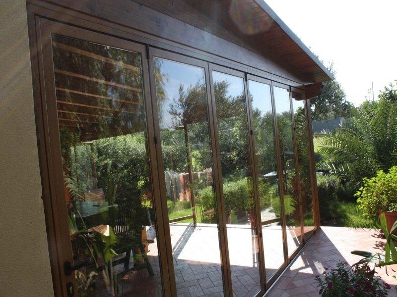 Chiusura portico con vetrate impacchettabili in alluminio