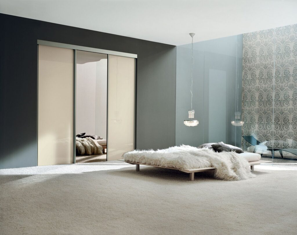 Porte in vetro scorrevoli a battente per interni henry glass - Porte scorrevoli con specchio ...