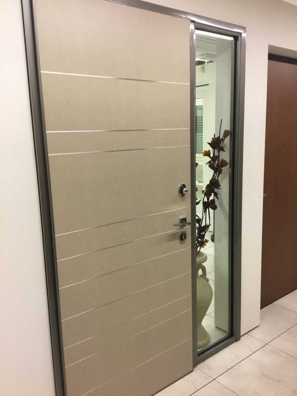 Porta blindata con fiancoluce fisso 800 tecnoinfissi srl for Porta 800