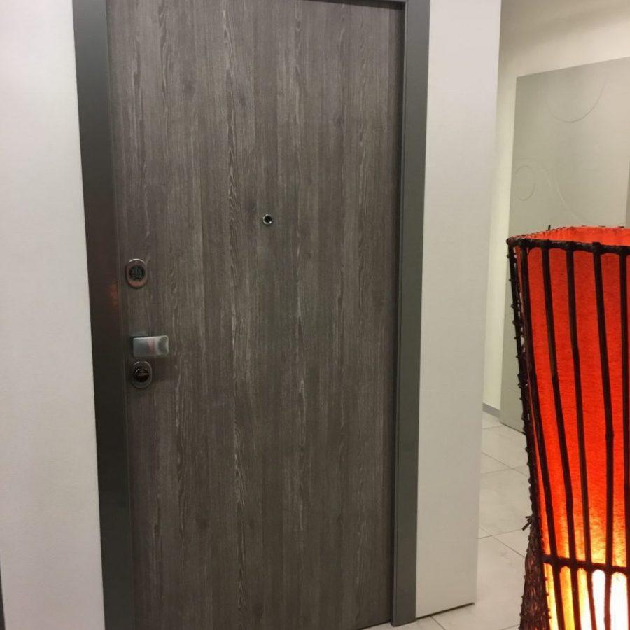 Porta blindata con serratura elettronica € 1000