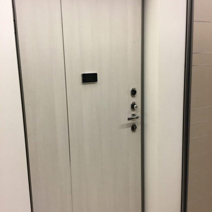 Porta blindata con serratura elettronica €1000