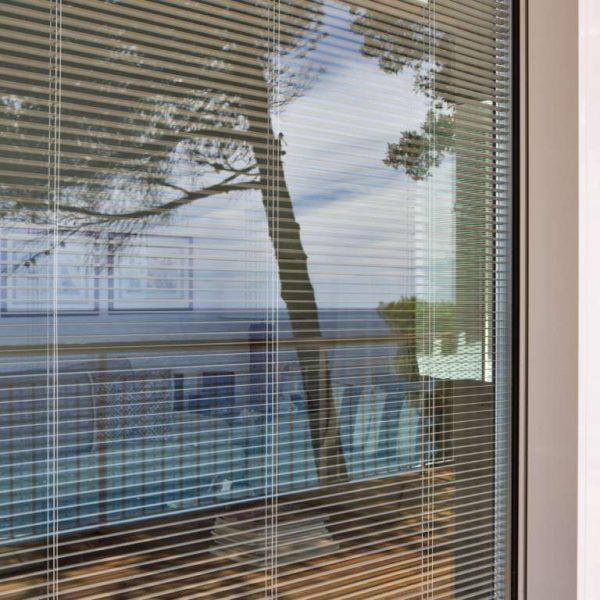 Veneziane interno vetro pelliniindustrie 600x600 for Veneziane interno vetro pellini